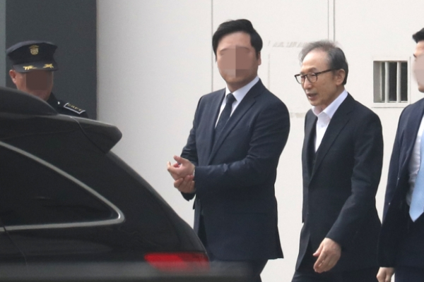 [Newsmaker] Former President Lee Myung-bak released on bail