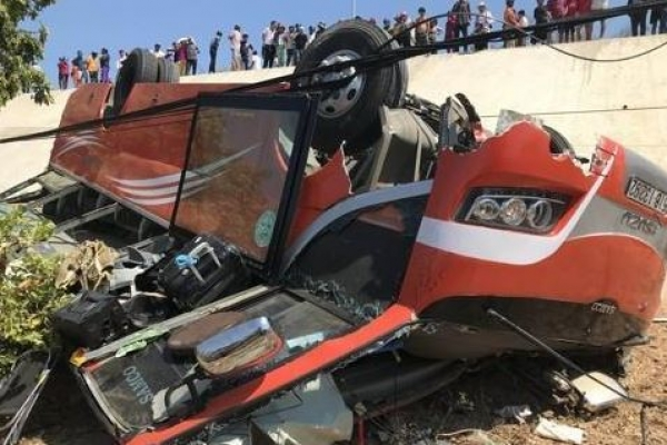 Vietnamese driver killed, 7 S. Korean tourists injured in bus accident