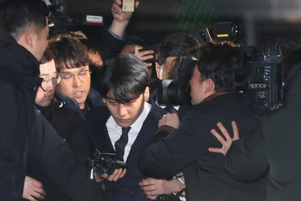 Police 'senior superintendent' questioned in Seungri scandal