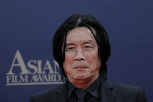 'Burning' director honored at Asian Film Awards