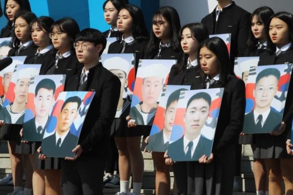 S. Korea honors victims of N. Korean attacks in 2002, 2010