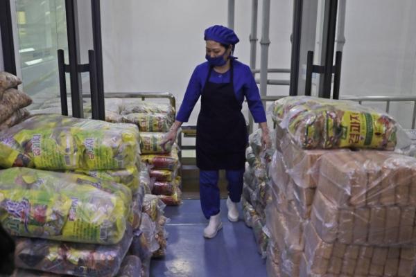 North Korea, seeking food aid, links sanctions to shortages