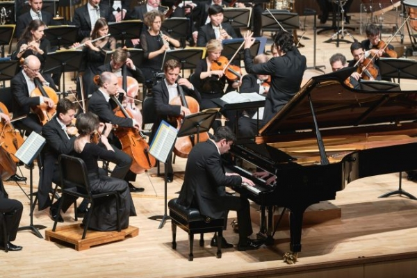 Spring arrives in Tongyeong with classical music