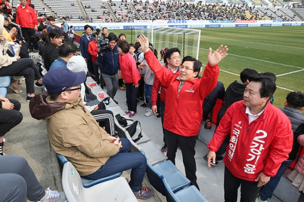[Newsmaker] Main opposition Liberty Korea Party draws criticism for campaigning inside football stadium