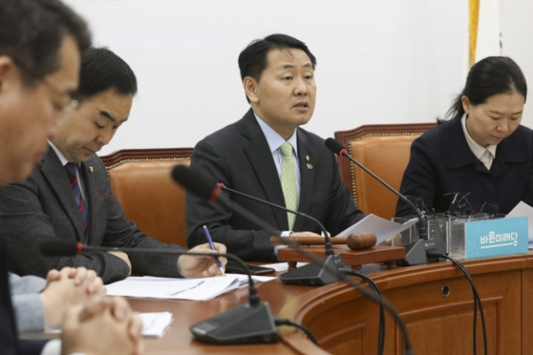 [News Focus] Bareunmirae Party clashes with ruling party, civic group over independent investigative agency