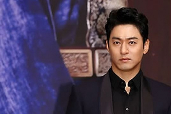 Actor Joo Jin-mo announces plan to marry medical doctor in June