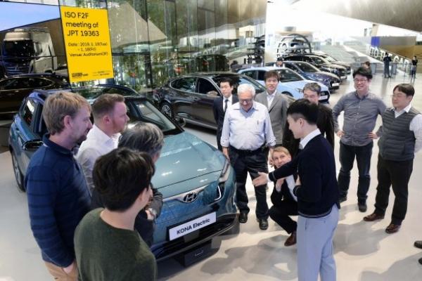 Korea pushes international standards for online EVs, hydrogen energy