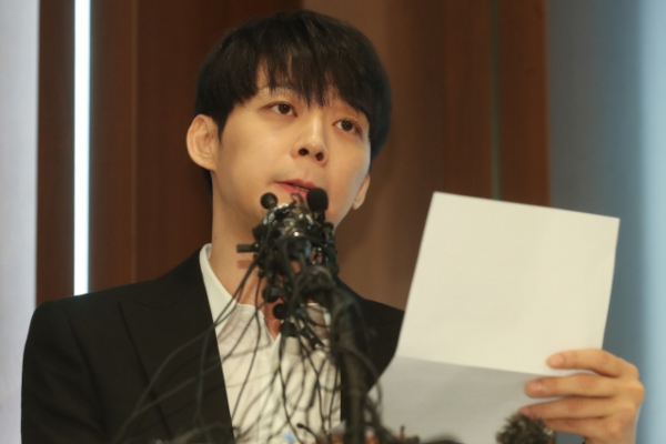 [Newsmaker] Police raid K-pop singer Park Yoo-chun's house in drug probe