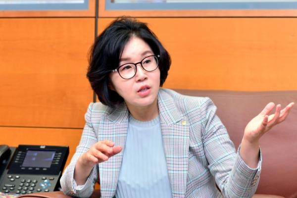[Female Finance Leaders] Corporate Korea on track to welcoming more female leaders: Woori Bank executive VP