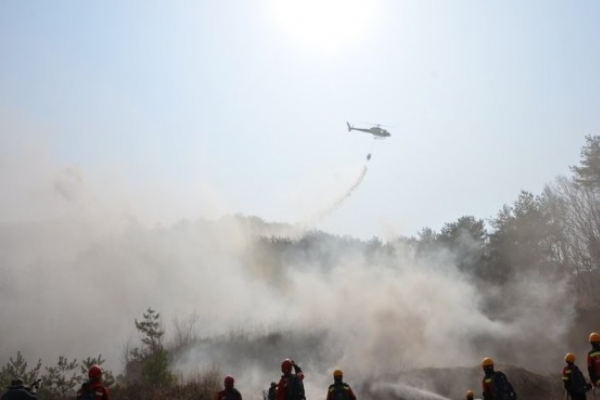 Firefighting helicopter accidentally crosses border into North