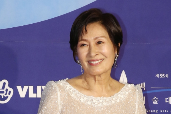 Veteran actress Kim Hye-ja wins grand prize at Baeksang Awards