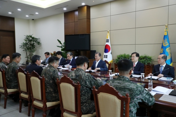 Moon orders military to fully implement inter-Korean deal on easing tensions
