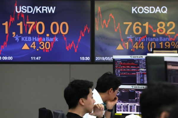 Strong dollar fans fear of foreign capital outflow from Korean market