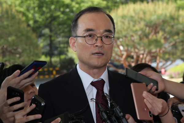 [Newsmaker] Top prosecutor holds meeting on investigation rights bill