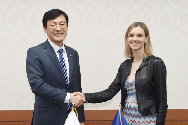 S. Korea, France call for strengthening multilateral trade