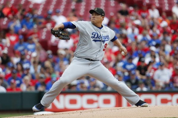 Dodgers' Ryu Hyun-jin extends scoreless streak to 31 innings, earns 6th win of '19