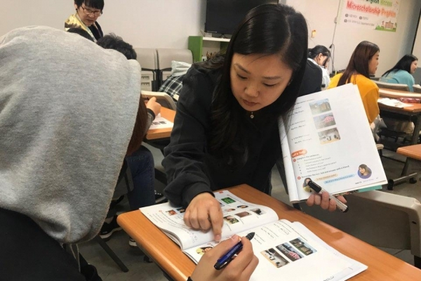 Young N. Korean defectors aim high by studying English