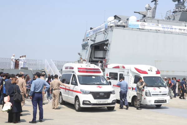 [Newsmaker] One Navy officer dead, four injured in accident involving destroyer docked at port
