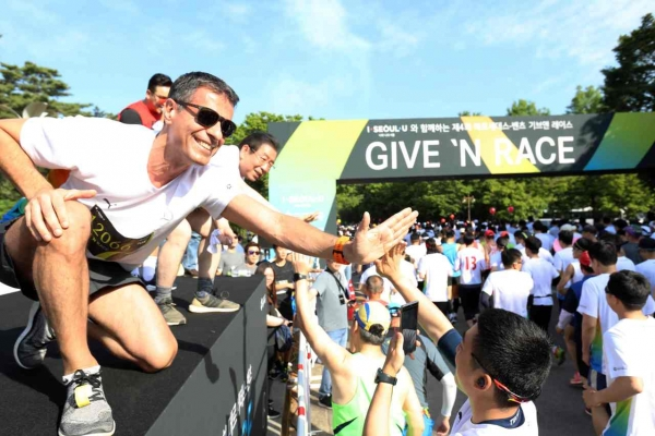 Mercedes-Benz Korea holds charity marathon, raises W920m