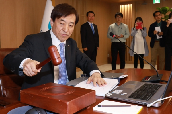 Bank of Korea freezes base rate at 1.75%, citing uncertainties