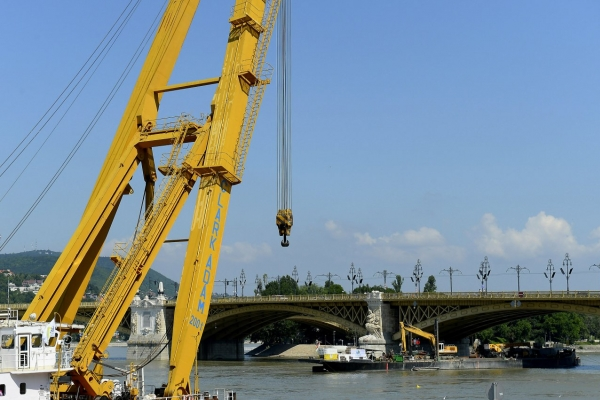 Sunken Danube tour boat unlikely to be raised before Tuesday