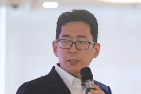 SK hynix launches data research lab, hires scientist for smart chipmaking