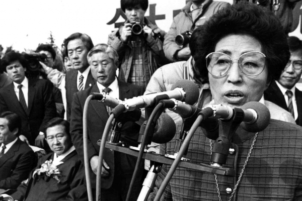 [Newsmaker] Lee Hee-ho, women's rights pioneer, partner in inter-Korean reconciliation efforts