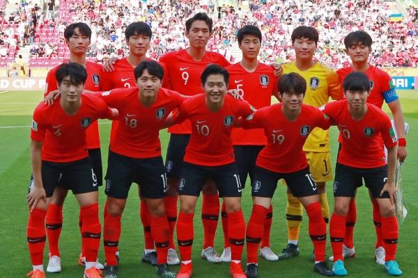 Moon says he's proud of S. Korea's U-20 World Cup team