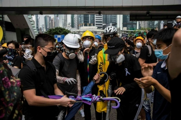 [Newsmaker] Protesters control key roads after historic Hong Kong rally