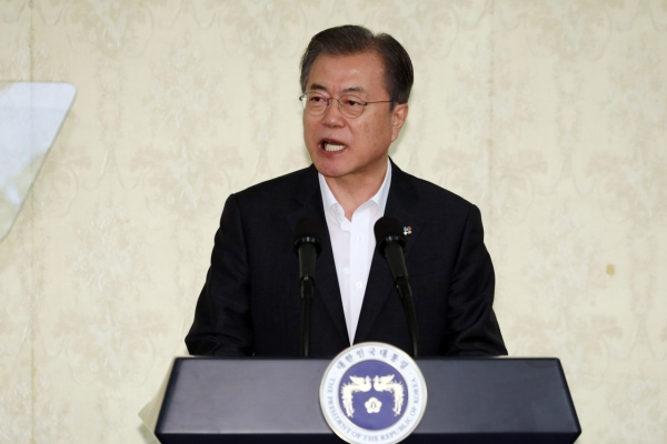 Moon to meet with China, Russia leaders at G-20 summit