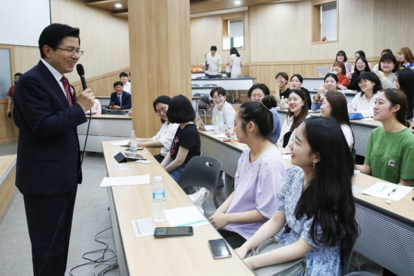 Liberty Korea Party chairman in hot seat over comments about son's job qualifications