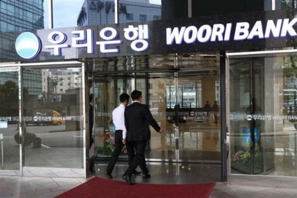 [News Focus] Government offloading Woori stakes to elevate holding company
