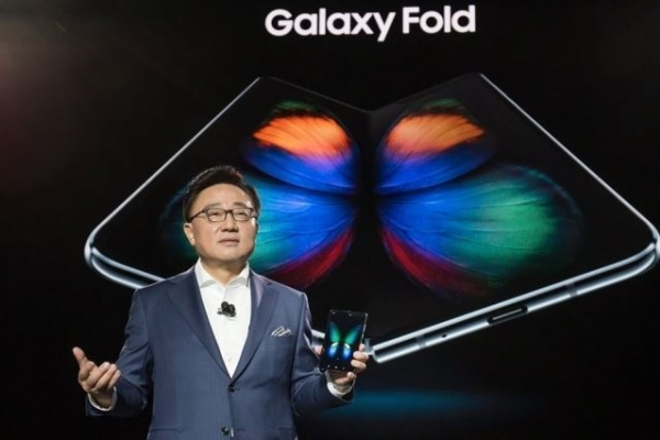 [Exclusive] Samsung to launch out-folding smartphone ahead of Huawei: sources