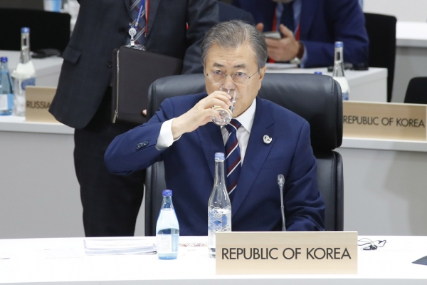 Moon ends Osaka trip, set for talks with Trump