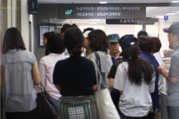 [News Focus] Payments for jobless soar in Daejeon, Gwangju, Daegu