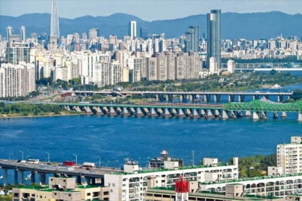Housing prices in Seoul show signs of rebounding, Land Ministry may step in