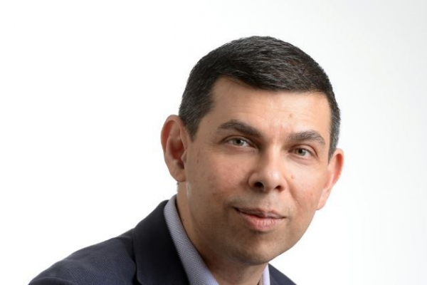 [Warren Fernandez] Forging community ties, one friendly gesture at a time