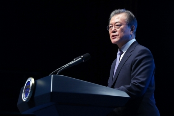 Moon upbeat about South Jeolla Province's development, making 'economy tour'