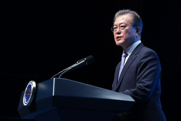 Moon apologizes for failure to keep campaign pledge on minimum wage