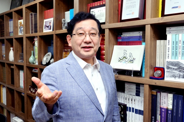 [Herald Interview] Yuji Hosaka on why Korea, Japan still spar over bygones