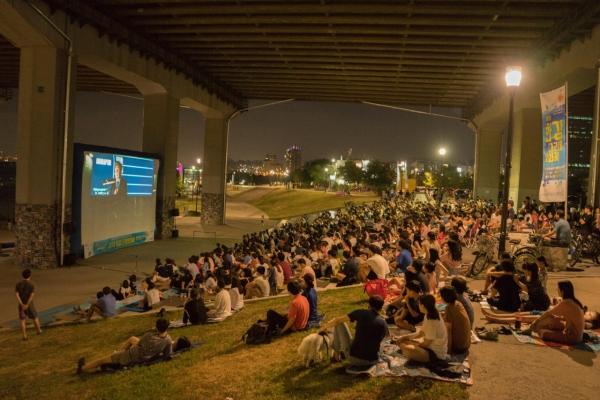 Free film screenings to be held under Han River bridges