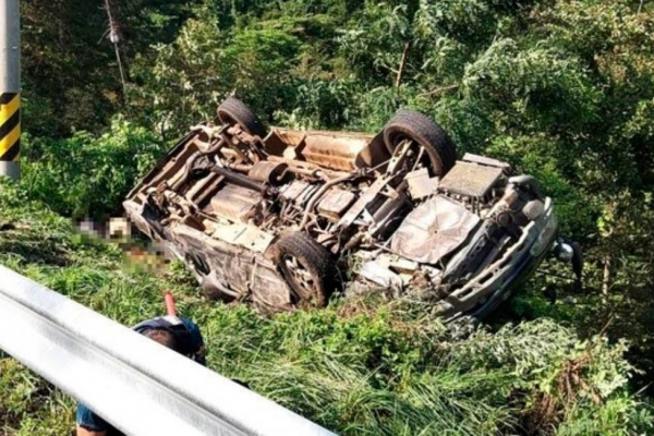 [Newsmaker] 4 dead, 12 injured in overturned van in Gangwon Province