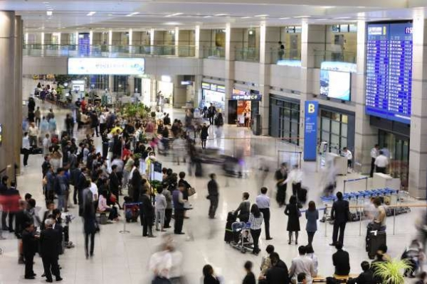 Foreign visitors to S. Korea jump 15% in June
