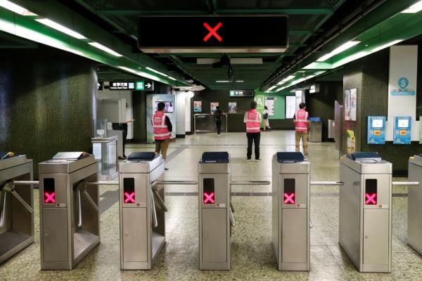 Pro-democracy push causes transport chaos in Hong Kong