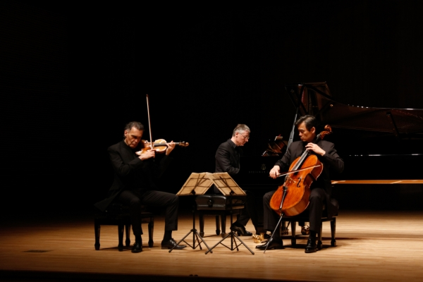 Cellist Yang Sung-won's trio to go on Korean tour