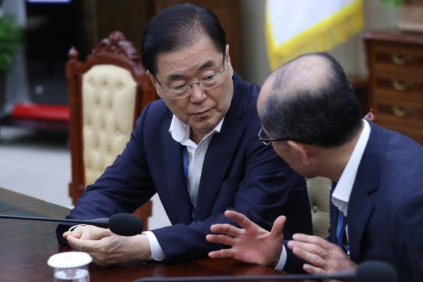 Cheong Wa Dae convenes emergency meeting on N. Korea's rocket launch