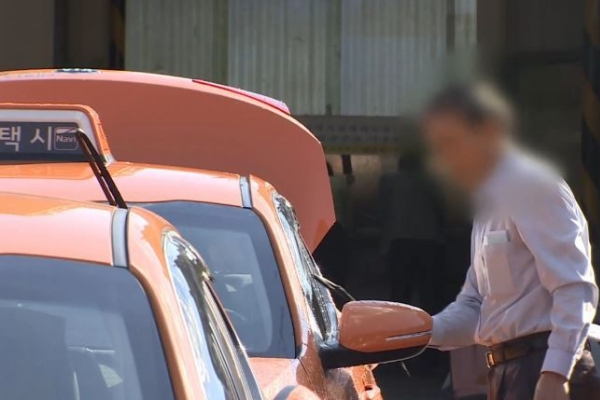 Taxi driver suspended for 30 days for cheating foreign passenger