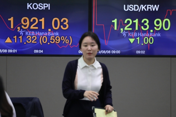 Seoul stocks extend gains, won advances late Thursday morning