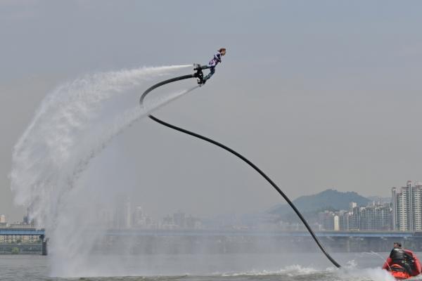[Weekender] Flying above the water