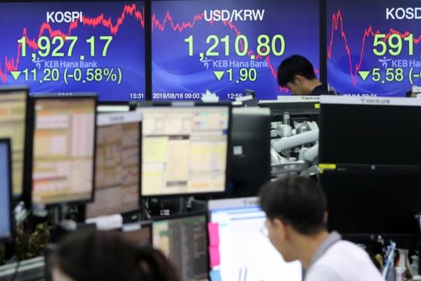 Seoul stocks down on economic slowdown woes, Korean won advances